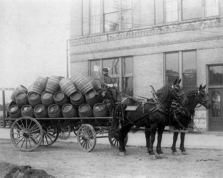 Fauerbach Wagon with Hess barrels 1910